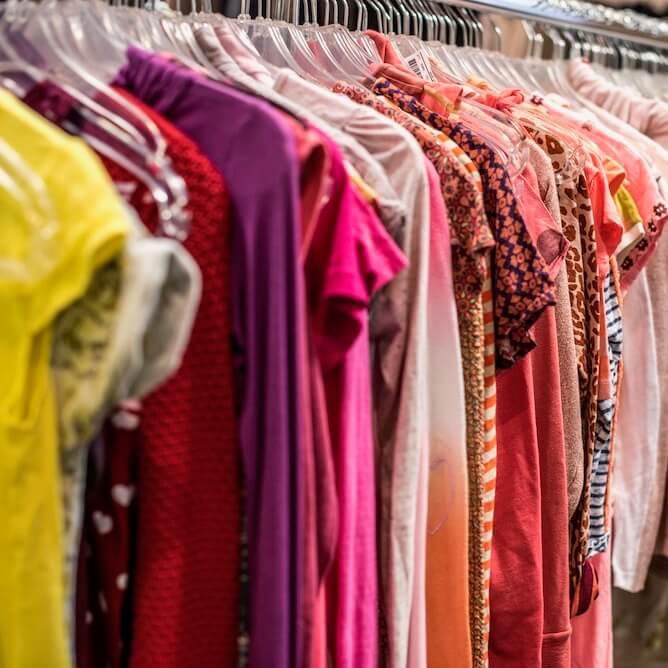 Inbrengen tweedehands kleding Jet's Outlet Ginneken Breda